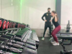Medisch Fitness Ron met Cliënt vervaagde afbeelding